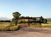 l'ingresso di una fattoria