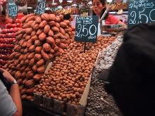 noci in vendita al mercato
