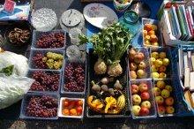 un bancone di frutta