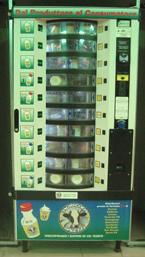 un distributore di latte crudo nella metro di milano