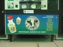 un distributore nella metro di milano