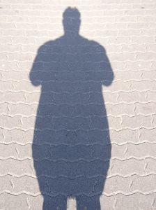 un'ombra di una persona grassa