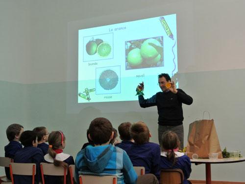 Dott. Bacchi in aula con bambini