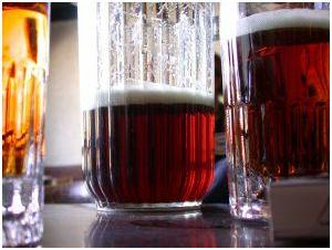 boccali di birre diverse