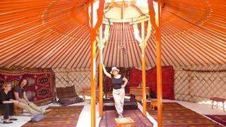 syusy dentro la yurta