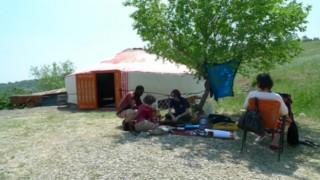 l'orto dei giusti, la yurta e alcuni partecipanti