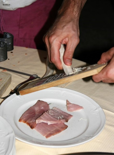 prosciutto cotto in crosta nel piatto