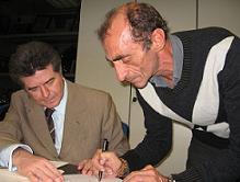 Martino firma la costituzione della Compagnia Onlus