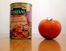 una lattina di spaghetti alla bolognese