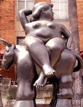 una statua di botero, dama
