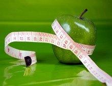 una mela verde e un metro