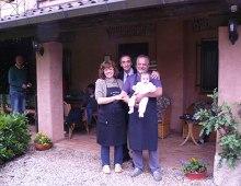 Martino con il signor Zoff, la moglie e la nipotina Alice
