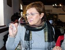 giuditta degusta un bicchiere di terrano