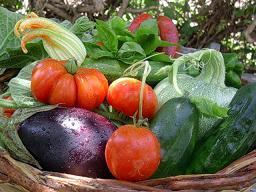 cesto di verdure estive