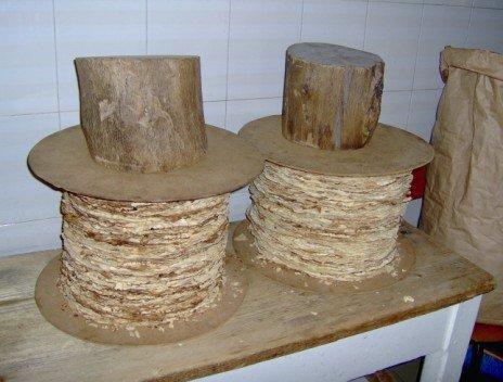 i dischi di pane compressi dai pesi, due tronchi!