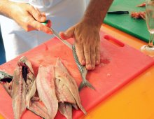 la pulitura del pesce