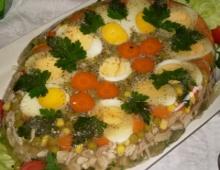 un piatto di Aspic di pollo