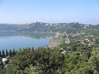veduta panoramica di castel gandolfo