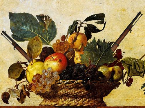 un cesto di frutta con nascosti dei fucili