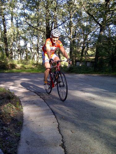 ciclista su strada
