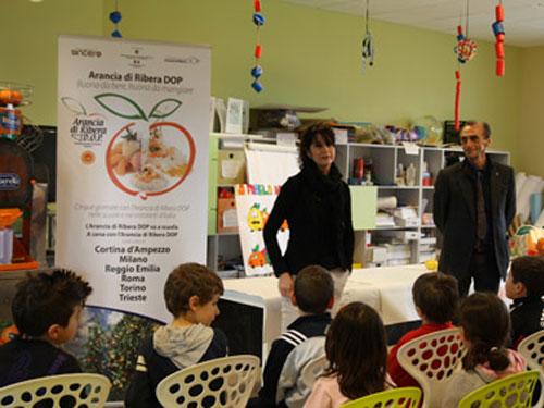 incontro con bambini di educazione alimentare