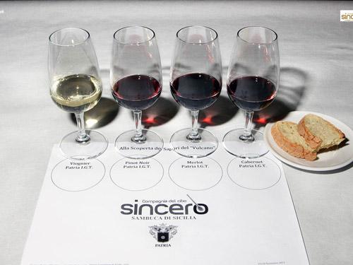 calici con quattro vini