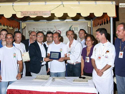 conferimento del premio a Mario Bellafiore