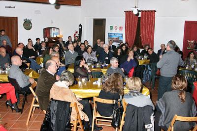 la sala dell'evento piena di gente