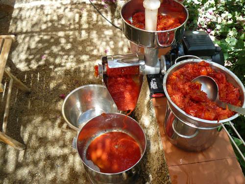 la passatura dei pomodori
