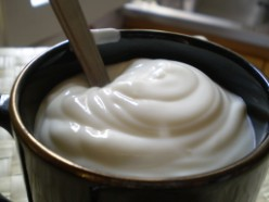 tazza di yogurt bianco