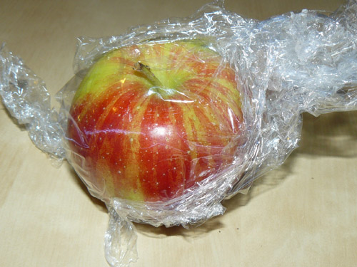 mela dentro alla pellicola