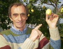 Martino con un limone in mano