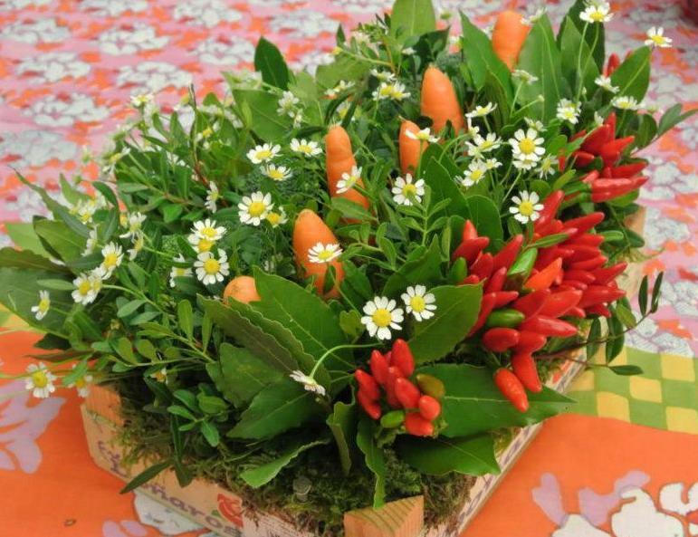 cassetta di verdure dell'orto ornamentali