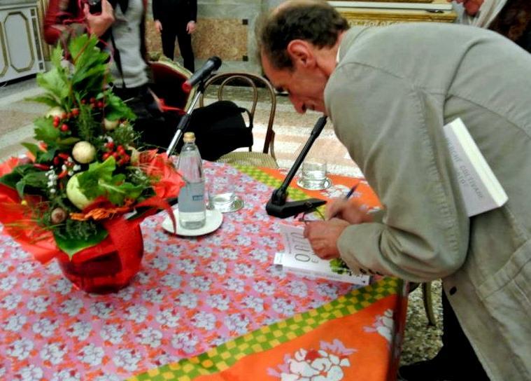 martino autografa il libro