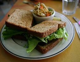 la pausa pranzo: due toast farciti