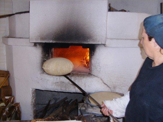 pane carasau nel forno.