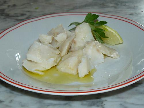 un piatto di baccalà bollito