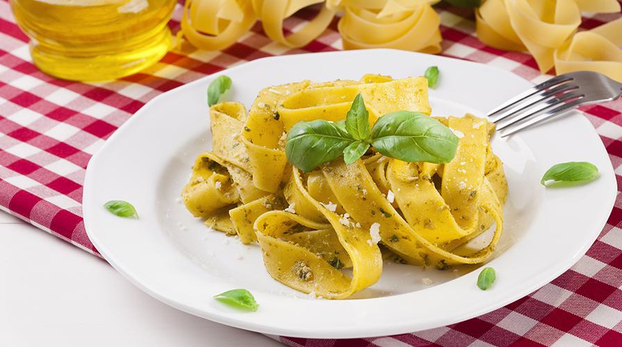 ricetta-pasta-con-pesto-di-mandorle