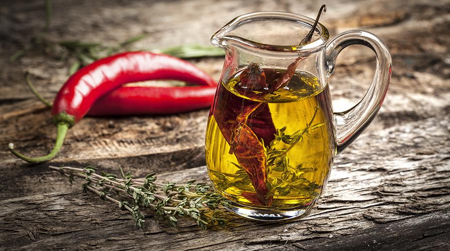 olio-aromatizzato-al-peperoncino