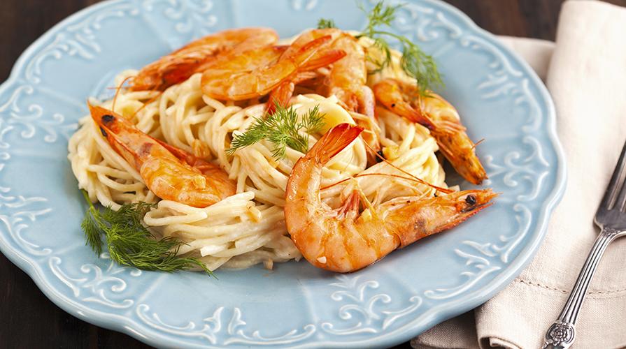 spaghetti-alla-chitarra-con-gamberoni-e-prosecco