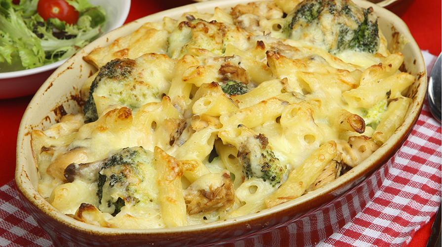 maccheroni gratinati con broccoli e pancetta