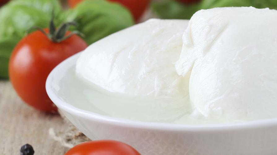 crostino-di-mozzarella-di-bufala-al-prosciutto-e-acciughe