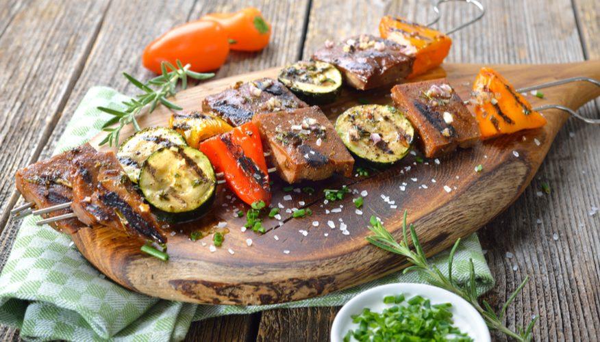 spiedini seitan verdure