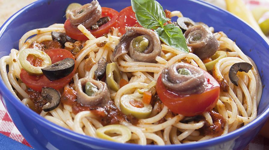 spaghetti-con-acciughe-e-olive-nere