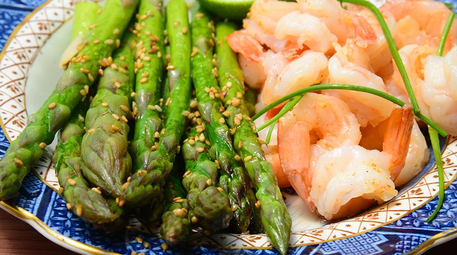 barchette-di-cipolla-con-asparagi-e-gamberetti
