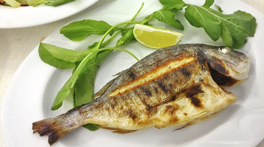 Pesce la cottura arrosto giornale del cibo - Cucinare lo sgombro al forno ...