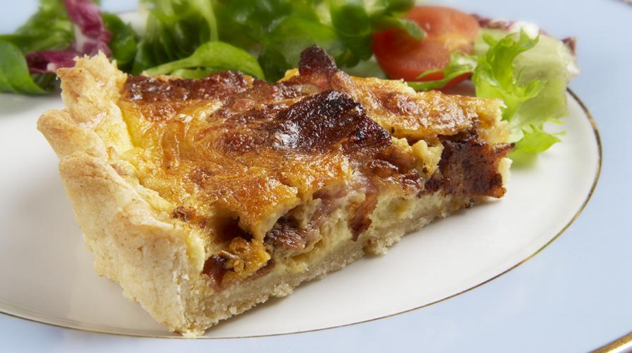 pizza-con-scarola-uvetta-e-pinoli