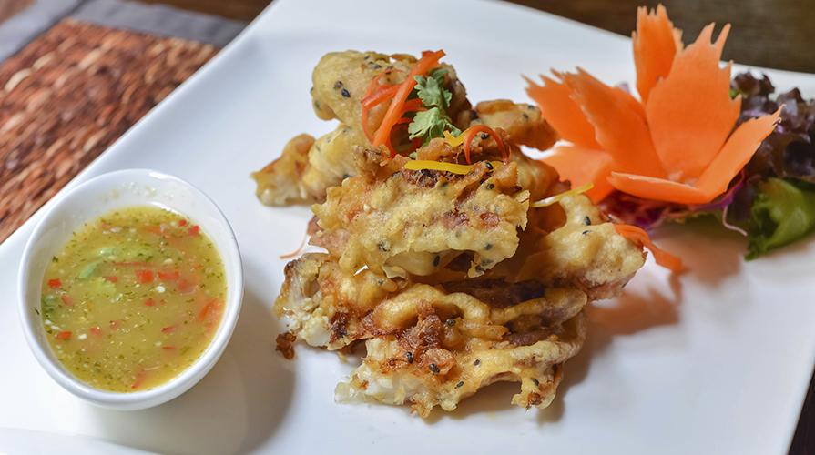 tempura-giapponese-di-verdure-calamari-e-gamberi