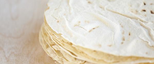 crostini-di-carasau-con-crema-di-pesce-spada-affumicato-e-lenticchie