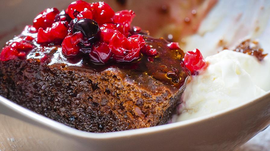 torta-cioccolato-mandorle-e-mirtilli-rossi